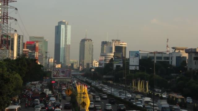 vidéos et rushes de rush hour in jakarta indonesia - trafic jam