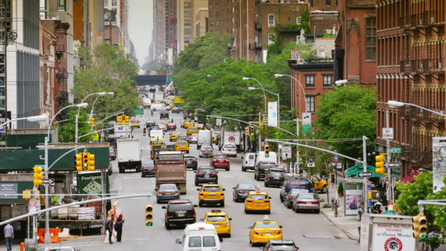 rush-hour in new york city - yellow taxi stock-videos und b-roll-filmmaterial