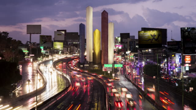 vídeos de stock, filmes e b-roll de tl, ms rush hour traffic flows past torres de satelite / mexico city, mexico - time lapse de trânsito