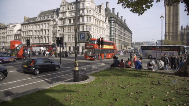 rush hour traffic in parliament square in london - double decker bus stock videos & royalty-free footage