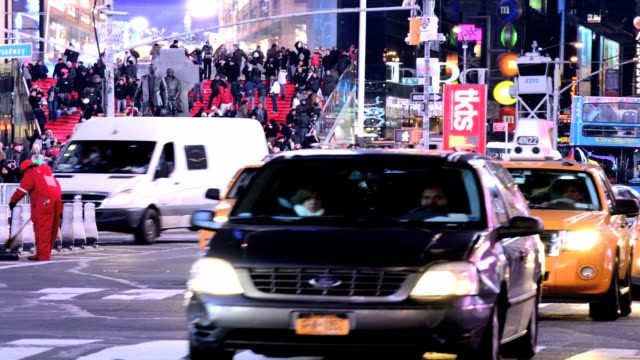 vídeos de stock e filmes b-roll de lapse rush hour traffic mass transit broadway 42nd street time square midtown manhattan new york city usa time lapse time square broadway new york... - 2013