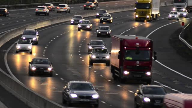 m25 rush hour traffic - m25 video stock e b–roll