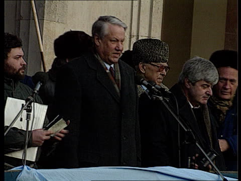 Rushes Gorbachev's politics called into question Anticommunist / democratic demonstrations in Moscow Yeltsin talks against Gorbachev's policy to...