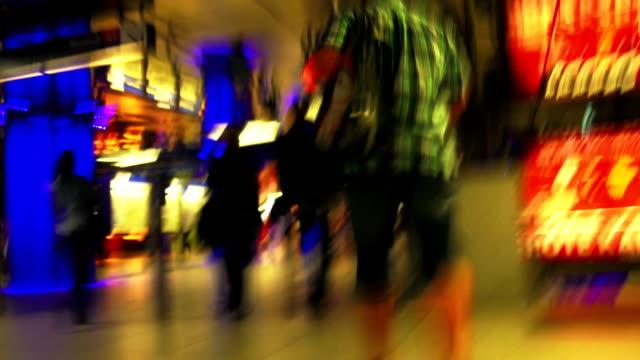 ・ラッシングから地下鉄駅 tl pov - 目が回る点の映像素材/bロール