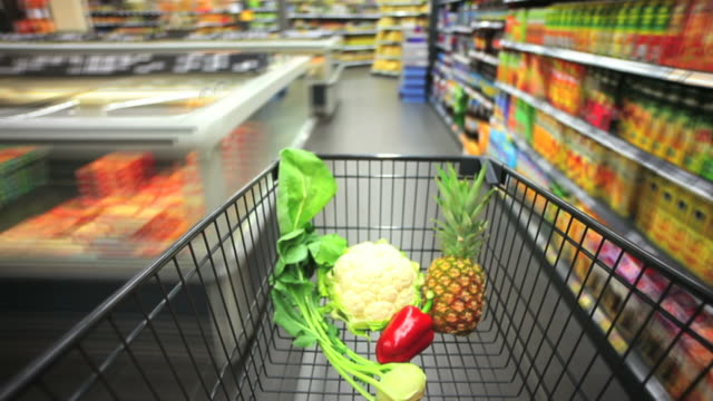 t/l rushing with shopping cart in supermarket pov - geschwindigkeit stock videos & royalty-free footage