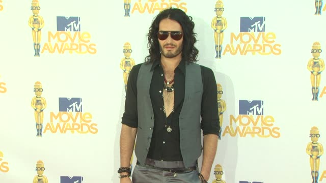russell brand at the 2010 mtv movie awards at universal city ca. - long hair stock videos & royalty-free footage