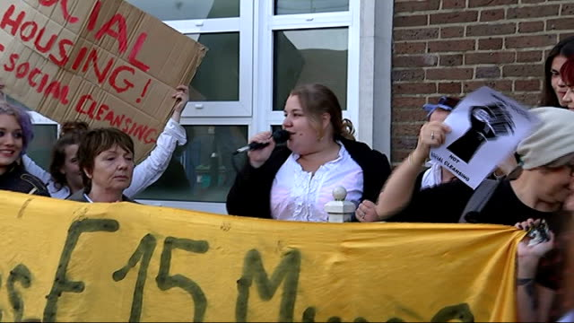 russell brand joins group of single mothers fighting eviction england london newham ext protesters outside court protester addressing others sot... - 立ち退き点の映像素材/bロール