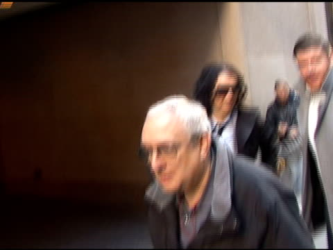 vidéos et rushes de russell brand leaves the 'today show' after signing autographs for fans in new york 03/30/11 - autographe
