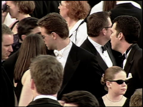 russell crowe at the 2000 academy awards at the shrine auditorium in los angeles, california on march 26, 2000. - 第72回アカデミー賞点の映像素材/bロール