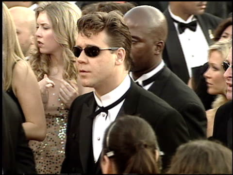 russell crowe at the 2001 academy awards at the shrine auditorium in los angeles california on march 25 2001 - 73rd annual academy awards stock videos & royalty-free footage