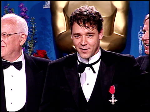 Russell Crowe at the 2001 Academy Awards at the Shrine Auditorium in Los Angeles California on March 25 2001