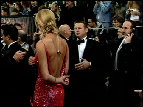 stockvideo's en b-roll-footage met russell crowe at the 2001 screen actors guild sag awards arrivals at the shrine auditorium in los angeles california on march 11 2001 - screen actors guild awards