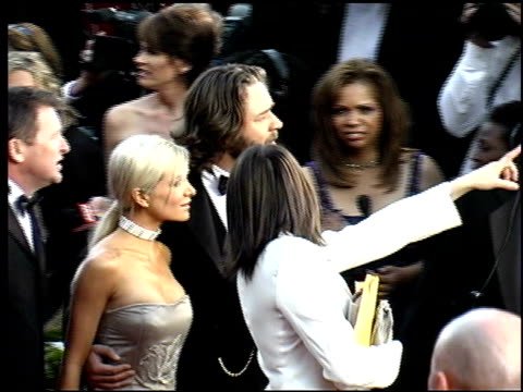 russell crowe at the 2002 academy awards arrivals at kodak theatre in los angeles california on march 24 2002 - russell crowe stock videos & royalty-free footage