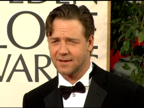 russell crowe at the 2006 golden globe awards arrivals at the beverly hilton in beverly hills california on january 16 2006 - russell crowe stock videos & royalty-free footage