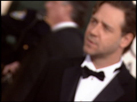 russell crowe at the 2006 golden globe awards at the beverly hilton in beverly hills california on january 16 2006 - russell crowe stock videos & royalty-free footage