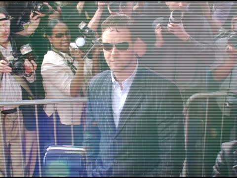 russell crowe at the 'cinderella man' new york premiere arrivals at the loews lincoln square theater in new york new york on june 1 2005 - russell crowe stock videos & royalty-free footage