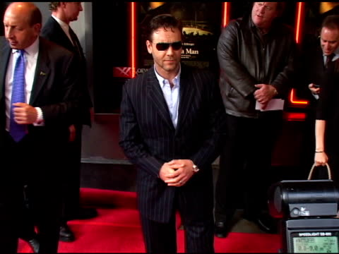 russell crowe at the 'cinderella man' new york premiere arrivals at the loews lincoln square theater in new york, new york on june 1, 2005. - russell crowe stock videos & royalty-free footage