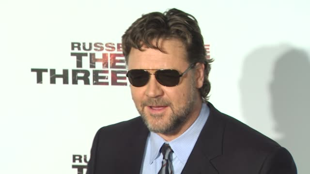 stockvideo's en b-roll-footage met russell crowe at the 'the next three days' special screening at los angeles ca. - russell crowe