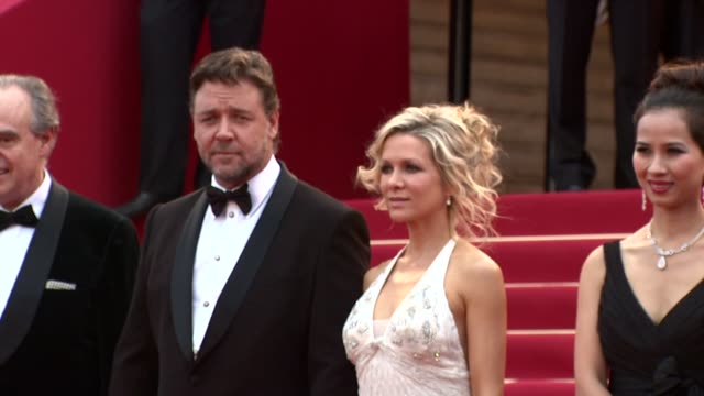 russell crowe, danielle spencer at the robin hood red carpet: cannes film festival 2010 at cannes . - russell crowe stock videos & royalty-free footage