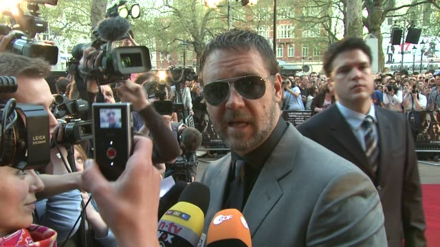 russell crowe on the film, about how the film portrays the media, government and war at the state of play world premiere at london . - russell crowe stock videos & royalty-free footage