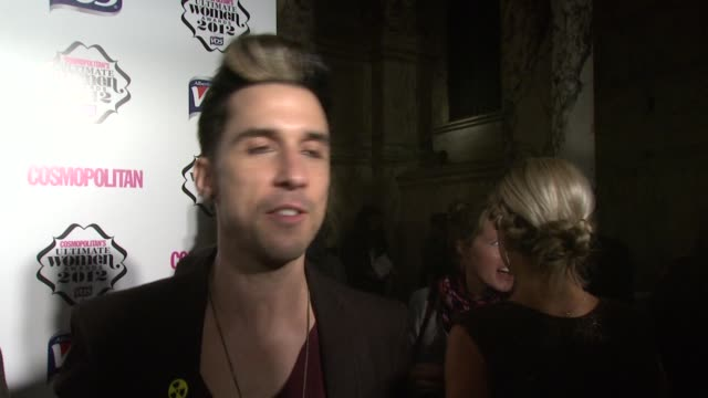 vídeos y material grabado en eventos de stock de russell kane on tough women totty and picking up girls with greg james at the cosmo woman of the year awards 2012 at victoria albert museum on... - greg james