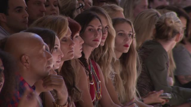 vídeos y material grabado en eventos de stock de russell simmons and alexa ray joel at charlotte ronson runway spring 2013 mercedesbenz fashion week at the stage at lincoln center on september 07... - russell simmons