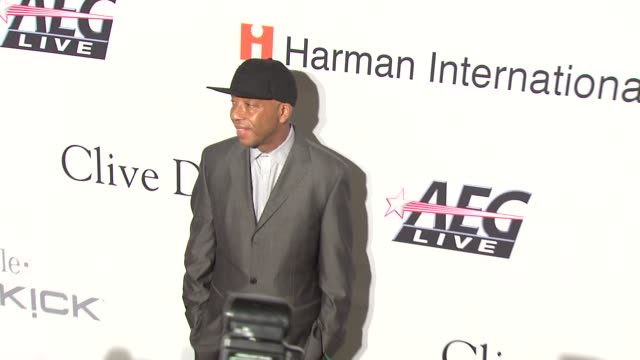 vídeos y material grabado en eventos de stock de russell simmons at the pregrammy gala salute to industry icons with clive davis at los angeles ca - russell simmons