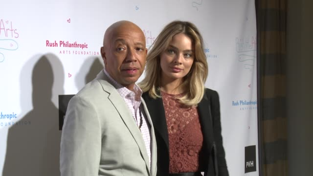 vídeos y material grabado en eventos de stock de russell simmons lucy mcintosh at russell simmons' rush philanthropic arts foundation's annual rush hearts education luncheon at the plaza hotel on... - russell simmons