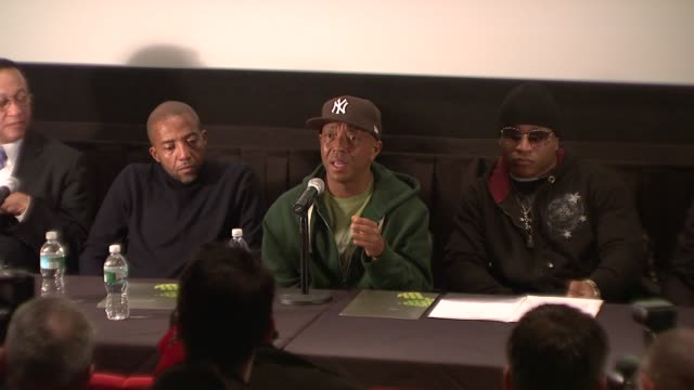 vídeos y material grabado en eventos de stock de russell simmons talks about how hip hop has been able to make a real dialogue with its listeners at the russell simmons announces his new daytime job... - russell simmons