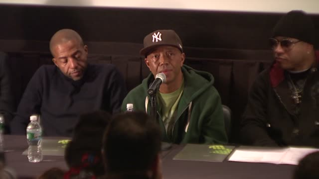 vídeos y material grabado en eventos de stock de russell simmons talks about the social and political aspects of hip hop and its value as a connector of people at the russell simmons announces his... - russell simmons