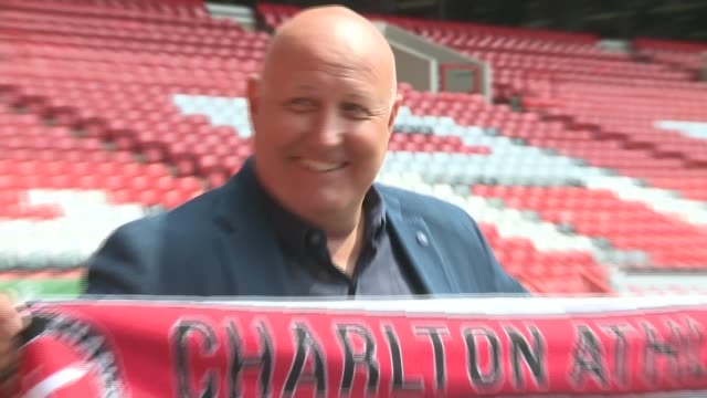 vídeos de stock, filmes e b-roll de russell slade becomes new manager at charlton athletic day 'charlton athletic' stadium **slade press conference partly overlaid sot** russell slade... - neckwear