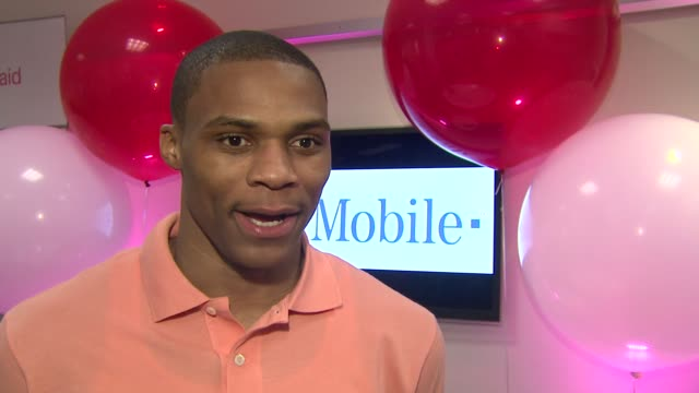 russell westbrook on magic johnson being his favorite player. at the russell westbrook greets fans at t-mobile and gears up for nba all-star 2011 in... - マジック・ジョンソン点の映像素材/bロール