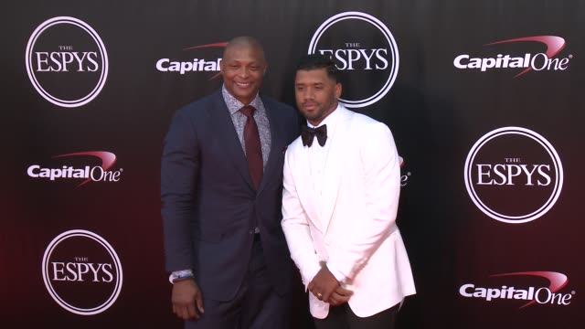 vídeos de stock, filmes e b-roll de russell wilson at the 2016 espy awards at microsoft theater on july 13 2016 in los angeles california - microsoft theater los angeles