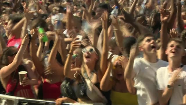 russia 2018 world cup: england beat sweden to reach semi-finals; england: london: ext crowd of people celebrating england goal at wireless festival... - semifinal round stock videos & royalty-free footage
