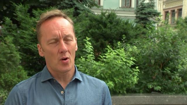 lee dixon interview russia ext lee dixon interview sot - sportweltmeisterschaft stock-videos und b-roll-filmmaterial