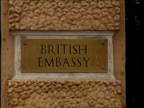 expulsions TX 6596 ITN FED Moscow SEQ British Embassy TX 7596 ITN MAY 7TH 1996 SEQ Range Rover carrying British Ambassador Sir Andrew Wood to Russian...