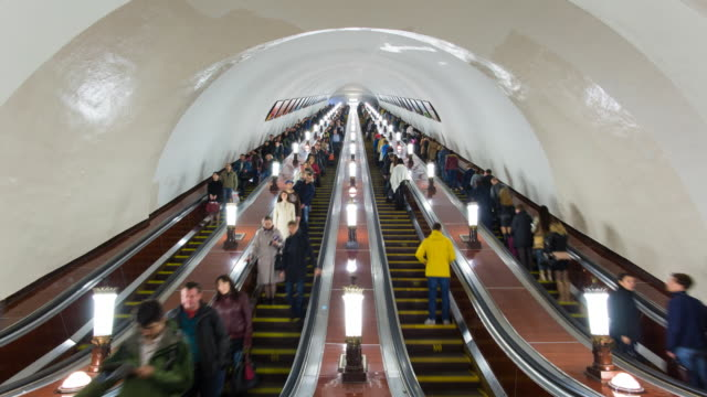 stockvideo's en b-roll-footage met russia, moscow, escalator leading into the world's deepest  metro system - time lapse - communisme