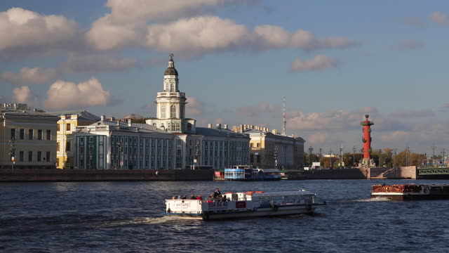 russia, saint petersburg, kunstkammer, river neva towards the cathedral of ss peter and paul - ausflugsboot stock-videos und b-roll-filmmaterial