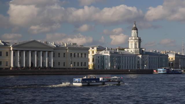 stockvideo's en b-roll-footage met russia, saint petersburg, kunstkammer, river neva towards the cathedral of ss peter and paul - passagiersboot