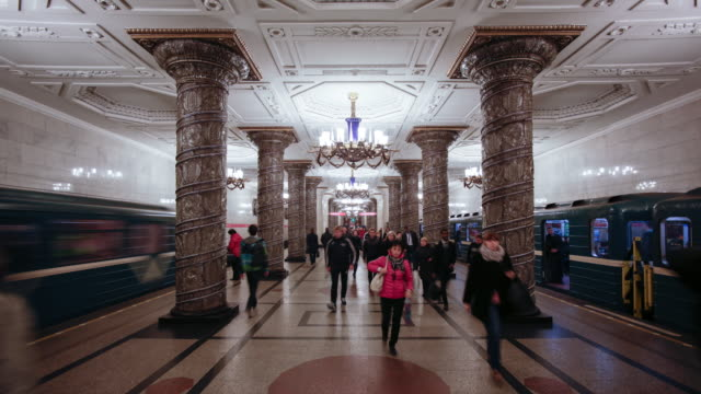 stockvideo's en b-roll-footage met russia, saint petersburg,  metro station platform - time lapse - sint petersburg rusland