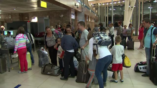 british tourists stranded over bomb fears egypt sharm elsheikh sharm elsheikh international airport int various of russian tourists passing through... - kogalymavia flug 9268 stock-videos und b-roll-filmmaterial