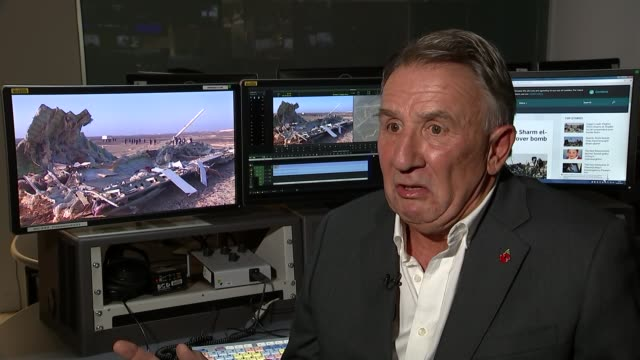 investigators continue to look into what caused the crash in sinai location unknown int guy hirst interview sot - kogalymavia flug 9268 stock-videos und b-roll-filmmaterial