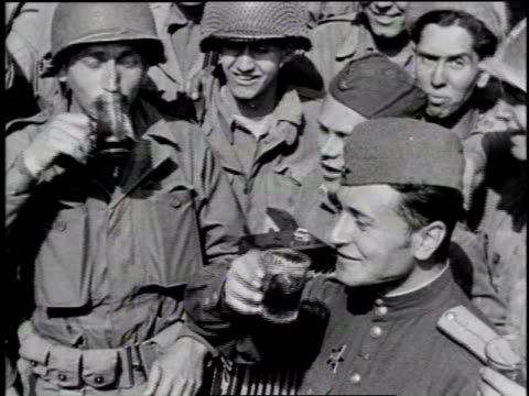 vídeos de stock, filmes e b-roll de russian and american soldiers speaking / ms russian and american soldiers toast and drink / ws russian and american soldiers exchange hats / russian... - 1945
