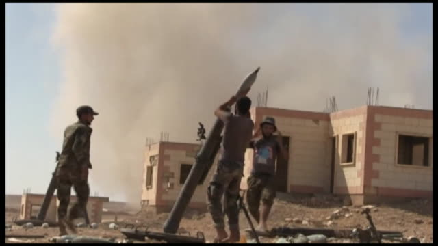 russian and syrian troops firing engaging in conflict with islamic state fighters in deir ezzor syria - syrien stock-videos und b-roll-filmmaterial