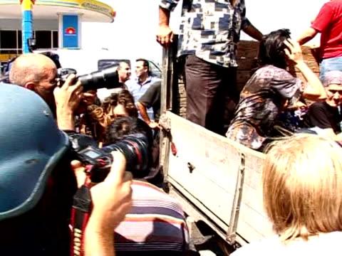 vídeos y material grabado en eventos de stock de russian armoured vehicles are patrolling gori, the flashpoint georgian town between the capital and south ossetia, the breakaway georgian region at... - georgia