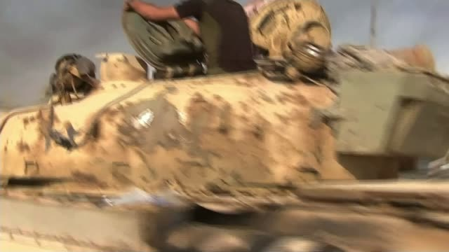 stockvideo's en b-roll-footage met russian bombardment of aleppo / boris johnson calls for protests outside russian embassy t30081614 / tx mosul qayyarah ext various shots tanks along... - pantservoertuig