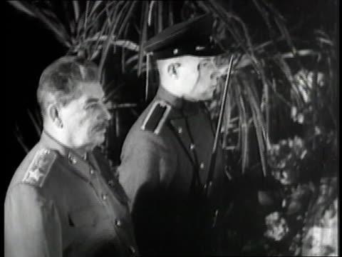 vidéos et rushes de russian dictator joseph stalin smokes a pipe - armée rouge