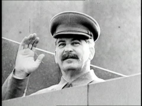 vídeos de stock e filmes b-roll de russian dictator joseph stalin waves - joseph stalin