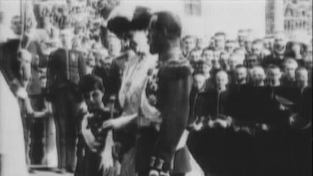 stockvideo's en b-roll-footage met russian emperor nicolas ii with his family - sint petersburg rusland