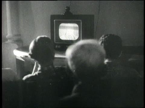 vídeos y material grabado en eventos de stock de a russian family watches soviet premier nikita khrushchev on television - ruso europeo oriental